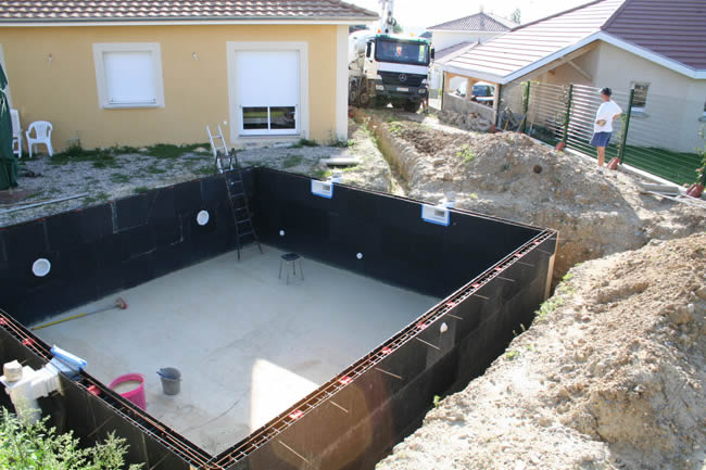 Piscine kit facile montage kit piscine solidpool for Kit piscine semi enterree