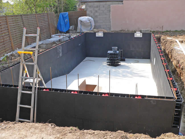 Piscine kit facile montage kit piscine solidpool for Piscine a monter en kit
